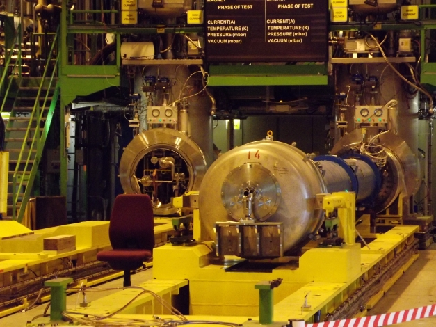 crédit photo : https://ufoetscience.wordpress.com/2012/07/15/visite-au-lhc-large-hadron-collider/