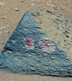 Curiosity : la première roche analysée montre une composition « inhabituelle » La-premiere-roche-jake-matijevic-etudiee-par-deux-des-instruments-de-curiosity-credits-nasa-jpl-caltech-msss_54330_w250-1