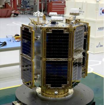 Construit par l'Institut coréen des sciences et des technologies (l'agence spatiale sud-coréenne), STSAT-2C est un petit satellite technologique avec une petite charge utile scientifique. Il mesure 1 m x 1 m x 1,5 m. © Kaist