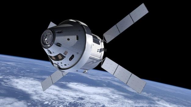 """Basé sur l'ATV et fourni par l'ESA, le nouveau module de service d'Orion hérite de la fameuse silhouette en """"X"""" du vaisseau cargo européen, reconnaissable entre toutes. (Cliquer pour agrandir. Crédit: NASA)"""