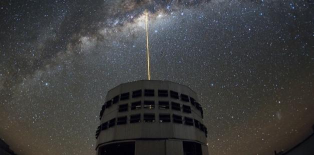 ACCUEIL > ESPACE > EN IMAGES. L'ANNIVERSAIRE DU VERY LARGE TELESCOPE EN IMAGES. L'anniversaire du Very Large Telescope Créé le 30-05-2013 à 14h20 - Mis à jour à 14h40Par Joël Ignasse Sciences et Avenir 15 ans que le Very Large Telescope (VLT) observe les cieux, depuis le désert d'Atacama au nord du Chili où cet ensemble de télescopes a été construit à 2 635 m d'altitude. Mots-clés : anniversaire, astronomie, PHOTO, ESO, very large telescope PARTAGERRÉAGIR0Abonnez-vous à Sciences et avenir eso Y. Beletsky / ESO