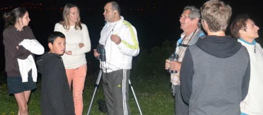 Image source: TB du JSL Grâce à Sylvain Matisse, les guetteurs d'étoiles filantes ont découvert l'ufologie. Photo T. B.