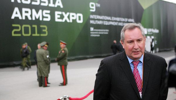 Dmitri Rogozine lors du 8e Salon d'armements Russian Arms Expo-2013 à Nijni Taguil (Oural) crédit: Ria Novosti