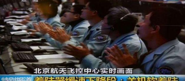 La Chine est devenue samedi la troisième nation mondiale à réussir un «alunissage» en douceur, avec sa sonde spatiale Chang'e-3 qui a déposé sur la Lune un véhicule d'exploration téléguidé, le «Lapin de jade». | (capture écran CCTV) crédit: leparisien.fr