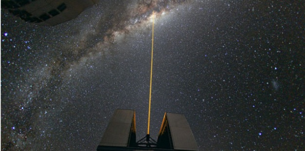 Image d'illustration : Utilisation d'un laser pour observer en détail le centre galactique. (photo ESO/Yuri Beletsky) ESO/Yuri Beletsky