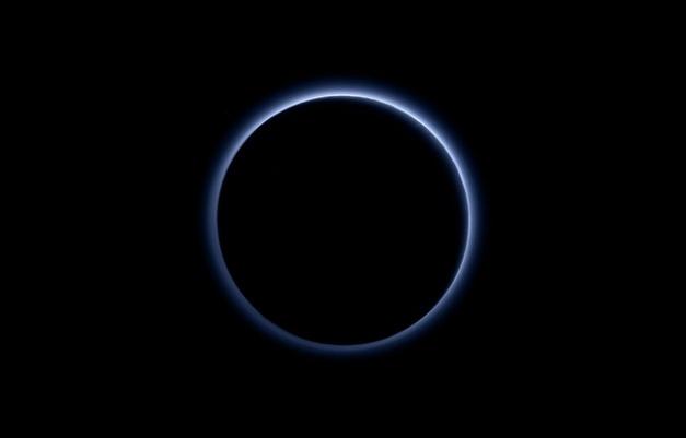 photo-sonde-new-horizon-revele-halo-bleute-atmosphere-Pluton- - NASA