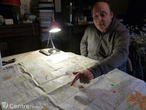 Sur une carte de l'Yonne, Rémy Fauchereau, ufologue, note toutes les observations d'ovnis constatées. Avec des codes couleur en fonction de leur nature : si l'ovni a été observé de loin, a laissé des traces matérielles, ou si des humanoïdes ont été vus. - NZ0 YONNE