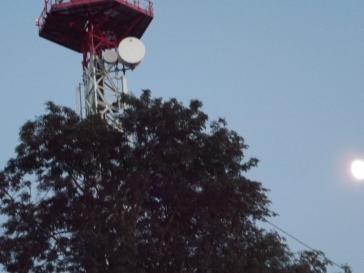 Antenne du mont saint vincent et la lune ©2016 Matisse s